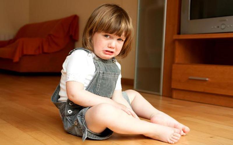Детские истерики: почему маленькие дети плачут